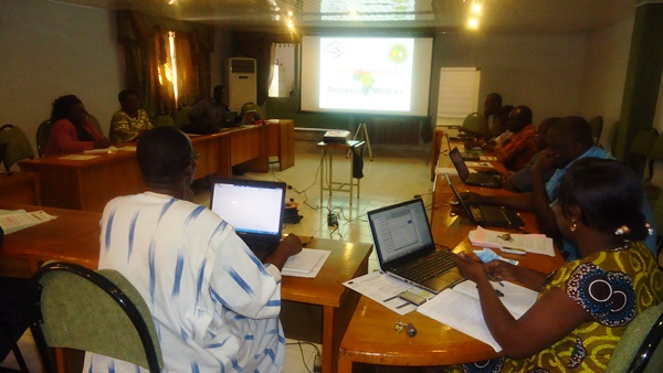 Le personnel du  Programme national plates-formes multifonctionnelles pour la lutte contre la pauvreté ayant bénéficié de la formation sur les nouveaux médias dispensée par l'Agence Ubicom